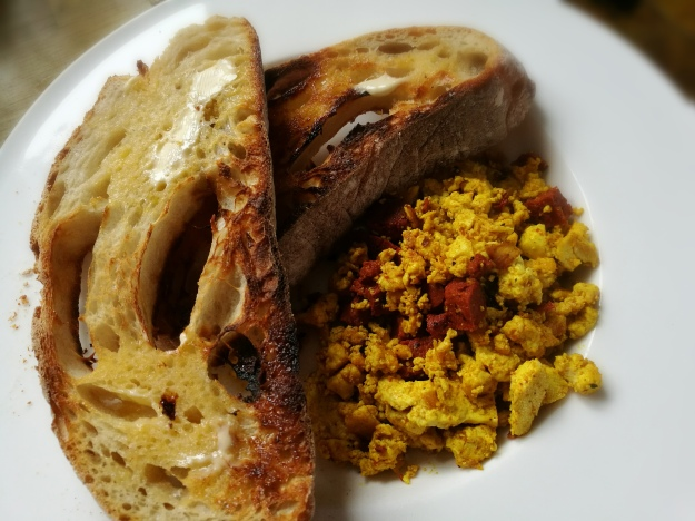 Scrambled tofu & sourdough